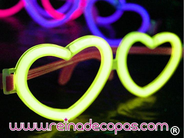 Las gafas luminosas con forma de corazón, Disponibles en varios colores. http://www.reinadecopas.com/es/15-gafas-luminosas