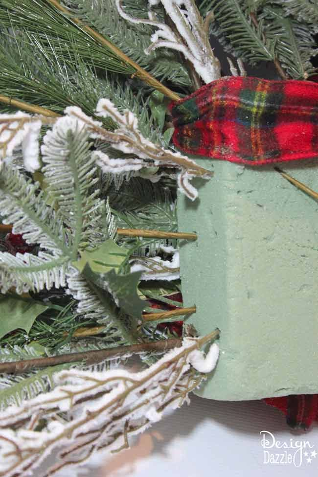 Tutorial: How to make a large Christmas tree topper and secure it on the tree. Tutorial by Design Dazzle #christmastreetopper #christmastreedecorating