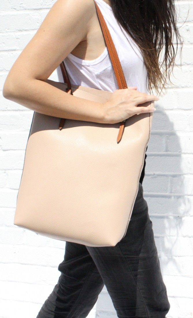 A summer tote that goes with any outfit… and you can carry everything with you from the looks of it => a big bonus point!