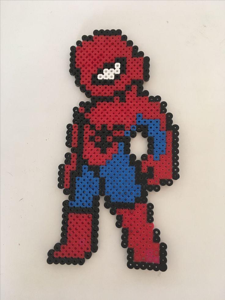 Spiderman, lavet ud af perler.