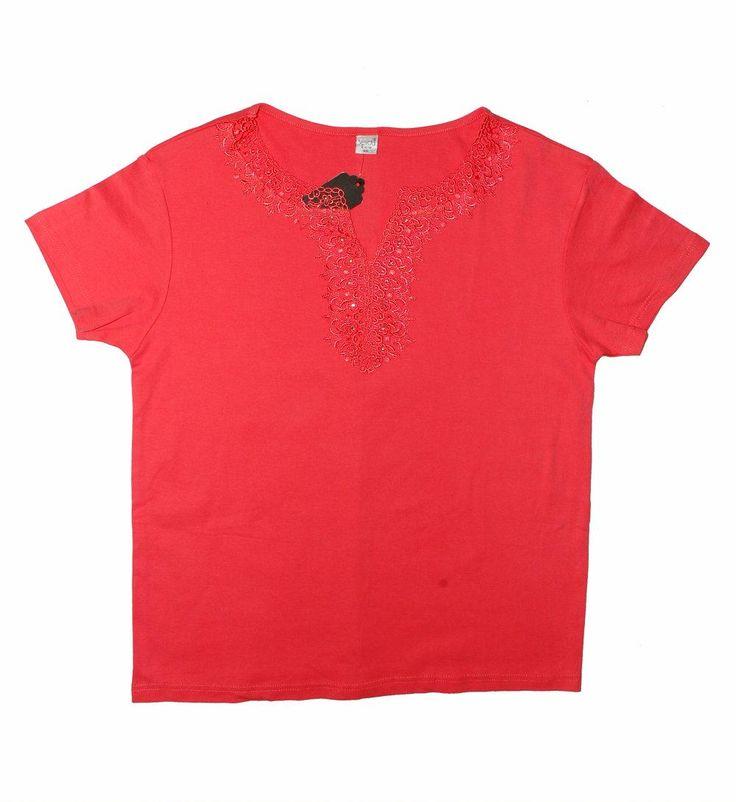 Женская блузка цвета кораллового цвета