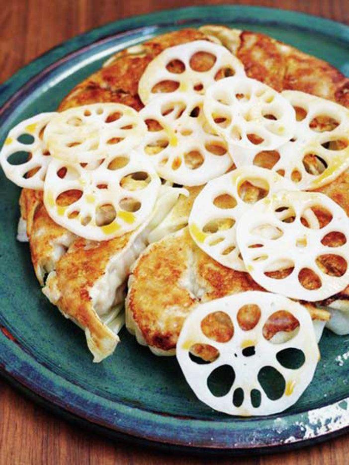 蒸しぶた代わりのれんこんも一緒に食べよう。|『ELLE a table』はおしゃれで簡単なレシピが満載!