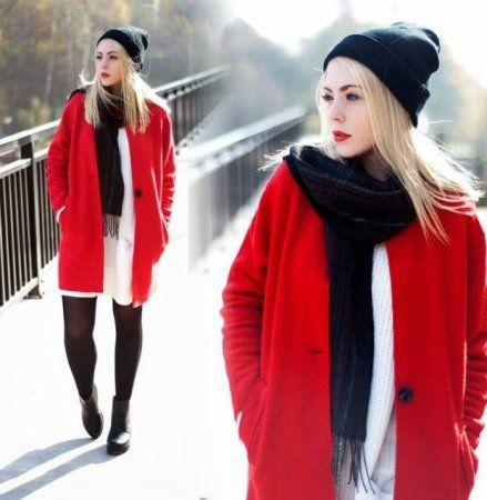 Red coat  - więcej na stylizacje.pl