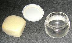 AMBIENTADOR DE LARGA DURACION .Ingredientes: - Un tarro de vidrio de 100ml  - Una esponja ).- Agua destilada o mineral.- Aceites esenciales o fragancias.ELABORACION - cortar la esponja del tamaño del tarro y la meterla dentro. - Añadimos la fragancia con una concentración entre un 1 y un 5%. -llenar el resto del frasco con agua destilada .Para usarlo solo hay que dejarlo abierto y si no vamos a utilizarlo cerrarlo y guardarlo en lugar oscuro.