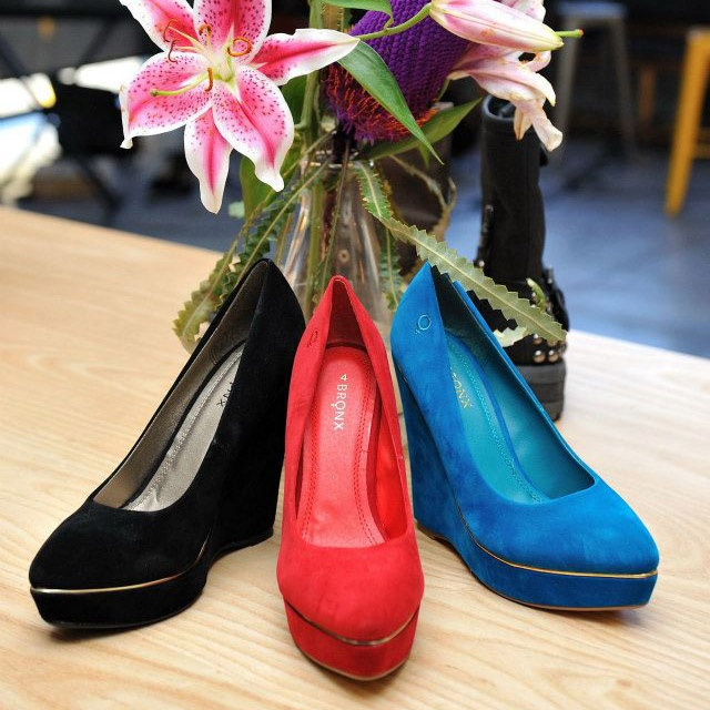 Violet Wedges in Black, Red and Blue