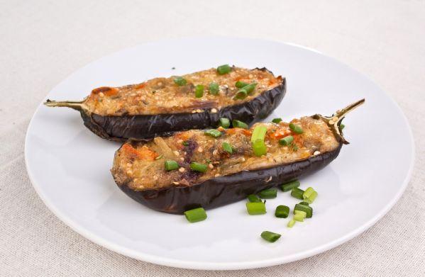 Plnené baklažány - Recept pre každého kuchára, množstvo receptov pre pečenie a varenie. Recepty pre chutný život. Slovenské jedlá a medzinárodná kuchyňa