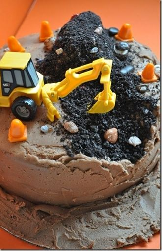 Clara would love this construction birthday cake! Might need to give up the bee theme as the lady loves cars, trucks, and tractors! - Click image to find more Kids Pinterest pins