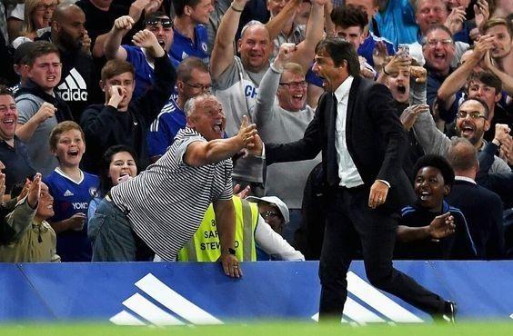 Antonio Conte cieszy się z goli jakby wygrał Mistrzostwo Świata • Włoch jest jedyny w swoim rodzaju • Szalona radość Antonio Conte >> #conte #chelsea #football #soccer #sports #pilkanozna #futbol