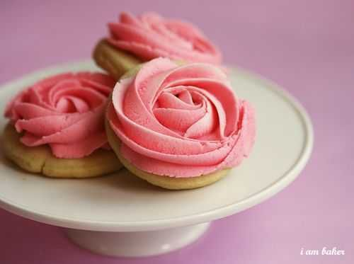 Rose Cookies. Super cute for Valentine's.
