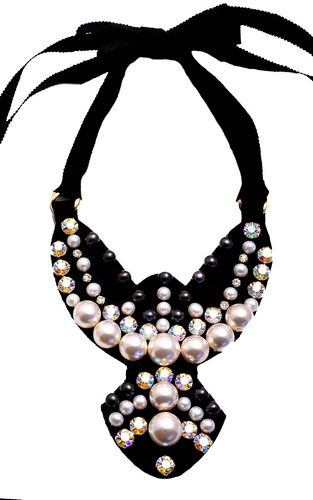 Laura8 pearls and crystals necklace. www.laura8.com.