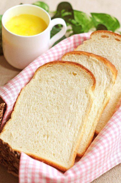 10月22日のNHKあさイチ解決ゴハン!ではコウケンテツさんによる10分で朝ご飯!フライパンで!チーズトースト&カリカリとろ~り!目玉焼き&ササッと刻み野菜のサラダレシピが放送されました! 番組に登場したおいしいレシピをご紹介します♪  フライパンで!チーズトースト 材料 1人分 食パン(6枚切り) 1枚 ピザ用チーズ 30g 粉チーズ 大さじ1 バター 10g 黒こしょう(粗挽き) 適量 作り方 1、フライパンを中火で熱し、ピザ用チーズを食パンを同じくらいの面積に広げ、その上に粉チーズをまんべんなくのせ、溶かす。 2、1の上に食パンをのせ、手で軽く押さえてパンの片面にチーズをなじませるように動かしながら焼く。 3、チーズに焼き色がついてパンにくっついたら、裏返す。 鍋肌にバターを落としてとかし、パンにからめる。 こんがり芳ばしく焼けたら取り出し、6等分に切込みを入れる。 4、器に盛り、黒こしょうをたっぷりふり完成! カリカリとろ~り!目玉焼き 材料 1人分 卵 1個 サラダ油 大さじ2 作り方 1、卵を白身と黄身に分ける。…