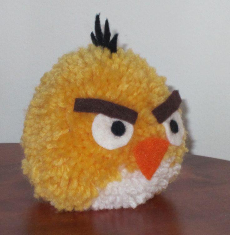 Tupsutyö, angry bird tupsua voi leikata saksilla kolmion muotoiseksi :)