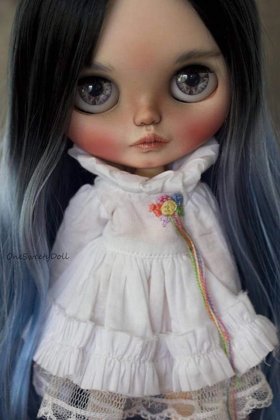 ❤ Airi❤  Reserved please dont buy  Base doll : Authentic neo Blythe Simply peppermint The work done to make her a ooak doll #105:  Customization work: - Sandpapering - Carving lips, nose, philtrum, eyes, ears and neck - Face paintings with colorful pastels caran dache , sealed with Mr.