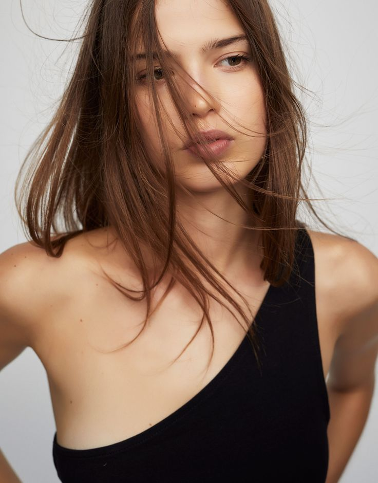 Asymmetric crop top - Tops and bralettes - Clothing - Woman - PULL&BEAR Italy