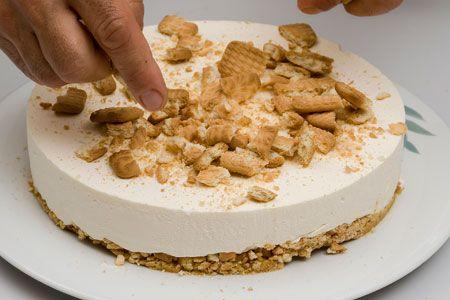 Εύκολη+καλοκαιρινή+τούρτα+με+γιαούρτι+από+την+Αργυρω+Μπαρμπαρίγου