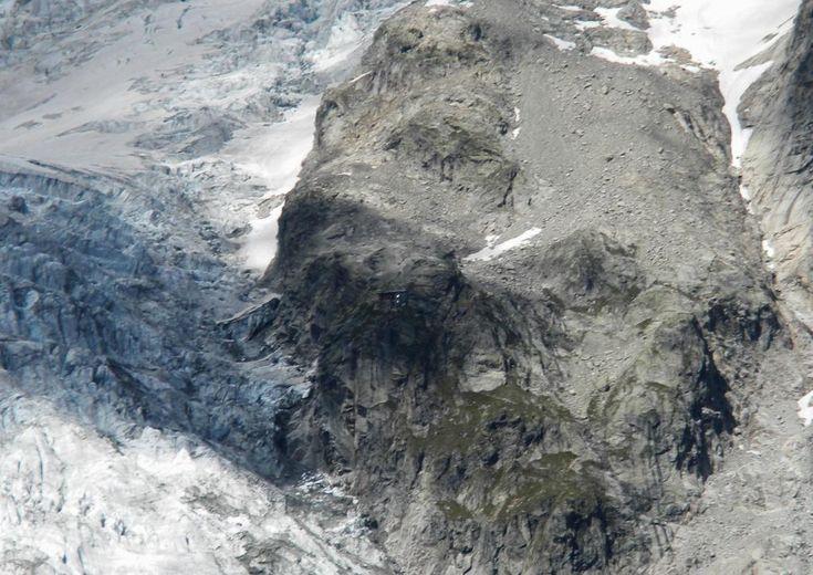 Nel 2016 riapre il Rifugio Boccalatte-Piolti alle Grandes Jorasses http://loscarpone.cai.it/news/items/nel-2016-il-rifugio-boccalatte-piolti-alle-grandes-jorasses-di-nuovo-a-disposizione-degli-alpinisti.html#.Vg2Cg0lkZdA.twitter… @acamagna64 #montebianco