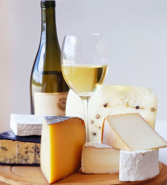Our go-to guide for creating delicious wine and cheese combinations!