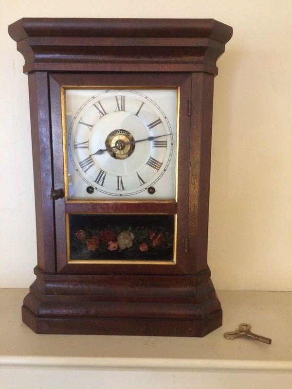 Waterbury Clock Co Vintage Wood Mantle Clock W Key Old Mantel Clock W Glass Front Door And Floral Motif Brass Key Ins Wood Mantle Mantle Clock Mantel Clock