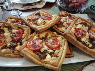 Goat Cheese Tomato Puff Pastry Appetizer: Chee Tomatoes, Cheese Puff, Tomatoes Goats,  Pizza Pies, Tomatoes Tarts, Appi, Goats Cheese, Cheese Tomatoes, Goat Cheese