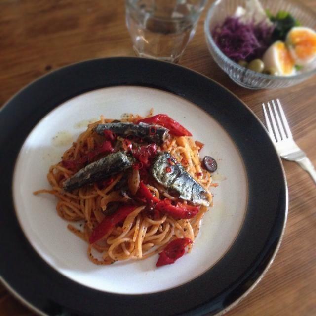 トマトと赤ピーマンのパスタ☆唐辛子でピリッと味をしめます。 - 30件のもぐもぐ - オイルサーディンのパスタ by beth