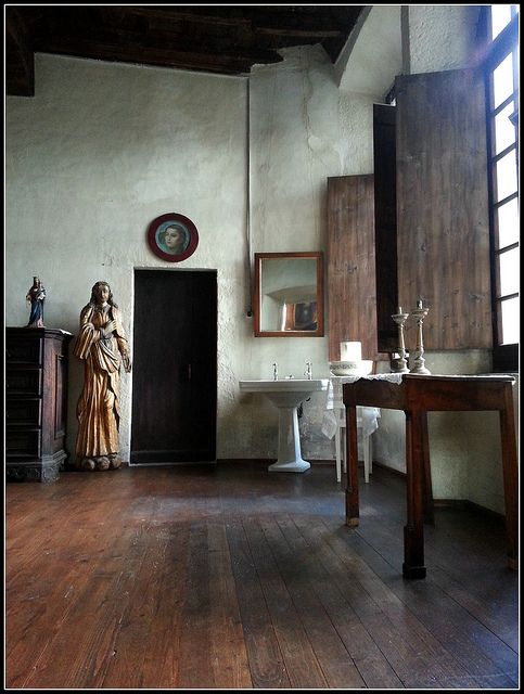 Love the shutters, the large windows and the wood floor. - (Camera da letto