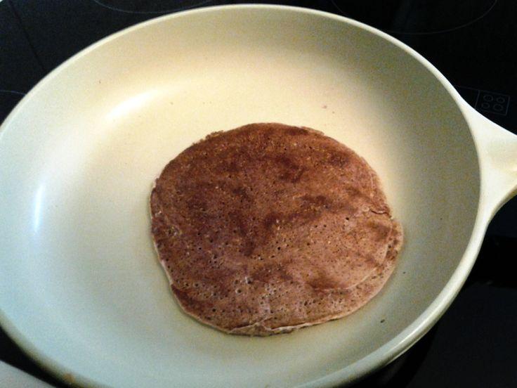 БЫСТРЫЙ ЗАВТРАК ДЛЯ ГУРМАНОВ: (АТАКА,ОБ,ЧБ)  приготовит лепешку: смешать пакетик смеси : лепешки от Дюкан с 55 мл 0,5 % молоком( взяла пармалат),на раскаленную керамическую сковороду,тонким слоем ,без масла,обжарить с 2 сторон до золотистой корочки.
