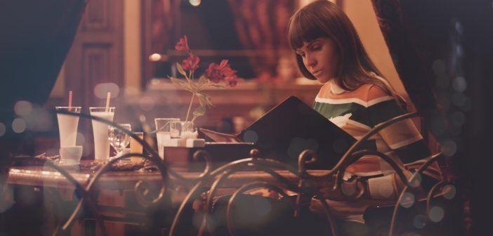 """5 chyb, které narušují správné trávení. Jistě všichni minimálně pár chyb znáte. Ale děláte taky něco k jejich nápravě. Pochlubte se, jaké """"rituály"""" děláte při jídle. Já se dobrovolně přiznávám, že u mě vede četba :("""