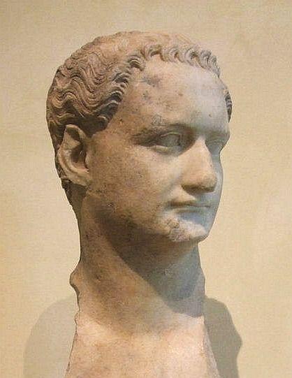 Тит Фла́вий Домициа́н (лат. Titus Flavius Domitianus), более известный в римской историографии как Домициан, — последний римский император из династии Флавиев, правивший в 81—96 годах.