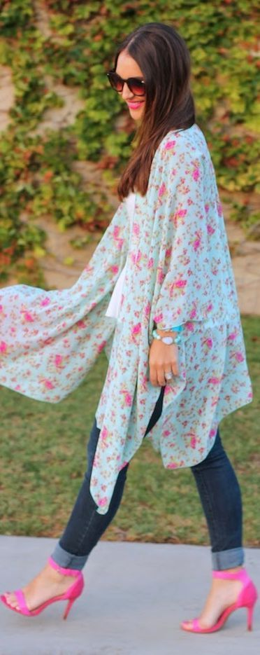 Blush + Bashful Boutique Blue And Pink Bloomy Kimono