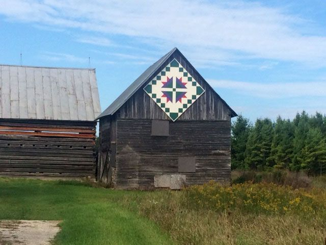 Quilt Patterns On Wisconsin Barns : 45 best Barn Quilts images on Pinterest Barn quilt designs, Barn quilt patterns and Painted ...