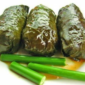 Retete de Mancare - Reteta Sarmalute in frunze de vita cu carne de porc si ciuperci