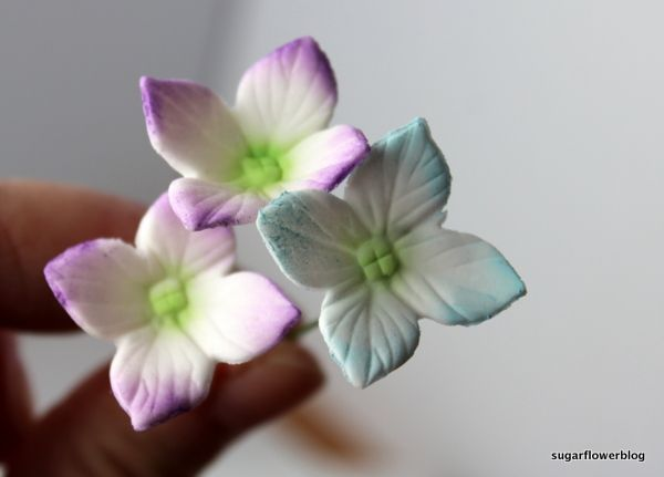 Tutorial / DIY: How to make fondant / gum paste hydrangeas on a wire and assemble into a smal bouquet / small hydrangea ball