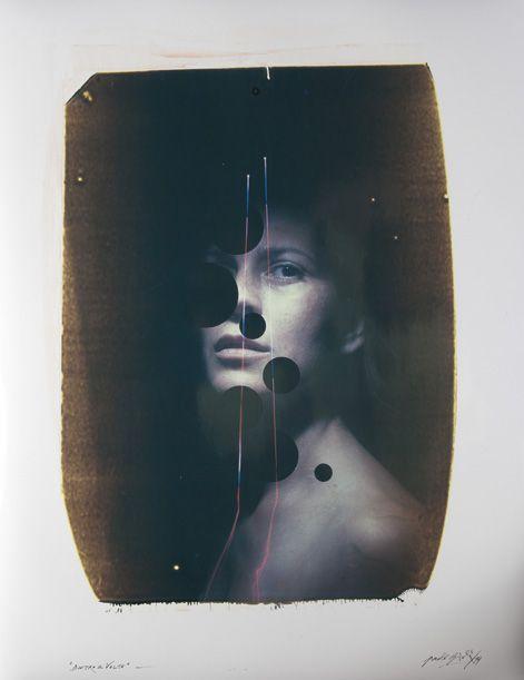 Paolo Gioli, Dietro il volto, 2011, polaroid ottica 50X60