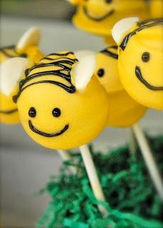 Bumble Bee Cake Pops     http://www.etsy.com/shop/AverleesParties