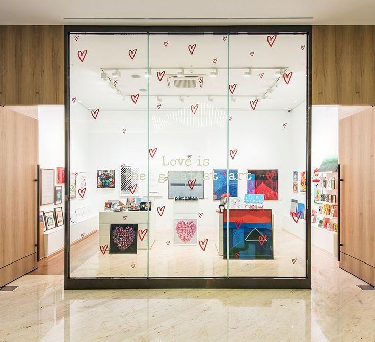 월간 호텔&레스토랑) 쉐라톤서울팔래스 강남 호텔이 갤러리 아트숍 #프린트베이커리 를 새롭게 오픈했습니다 ^^ '프린트베이커리'는 서울옥션이 론칭한 미술 대중화 브랜드로, 호텔 숍 인숍 형태로 선보이는 것은 쉐라톤 서울 팔래스 강남 호텔이 최초랍니다! '프린트베이커리' 매장에서는 국내외 여행객들이 기념품으로 구입하기 좋을 만한 2만 원대의 아트 램프부터  30만 원대 이상의 프리미엄 상품 등 다양한 종류의 상품들을 만나볼 수 있다고 합니다 ^^