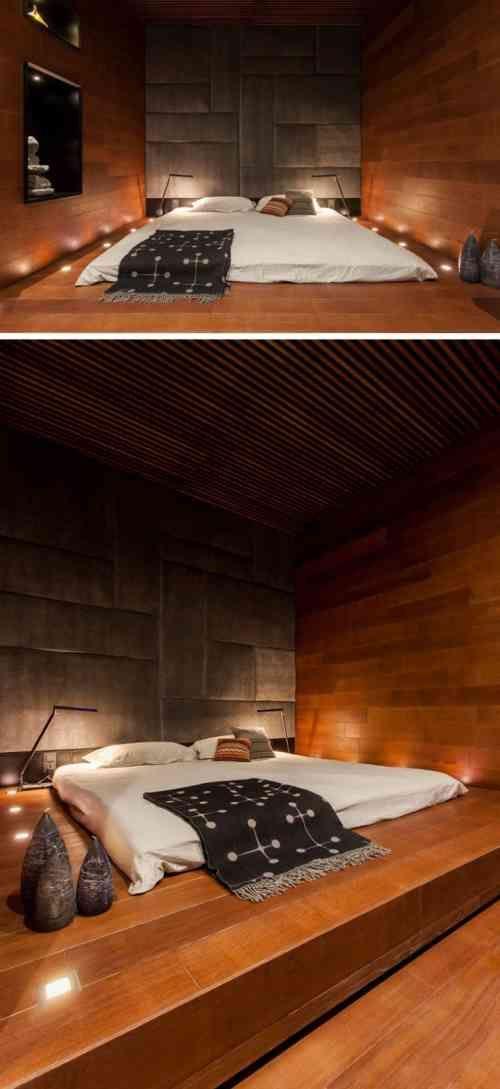 lit futon sur estrade et déco de chambre adulte