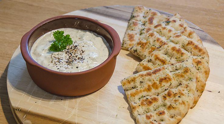 Altijd al eens tzatziki willen maken die smaakt zoals je het eet tijdens vakanties in Griekenland? Volg dan dit heerlijke tzatziki recept!