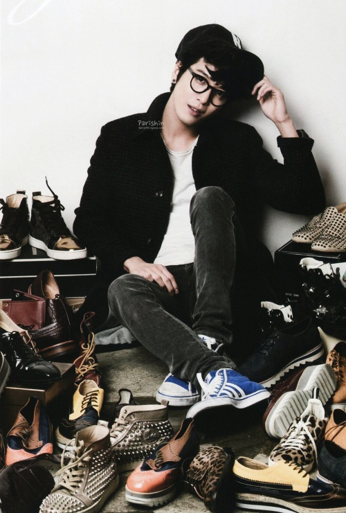 JUNG YONGHWA THE FNC MAGAZINE I think he's gotten attractiver.. No.. That's not a word..