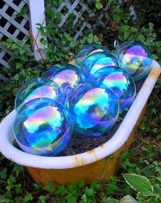 I hate these decorative yard globe things, but this is way cute and very clever. I would love this in one of my gardens!