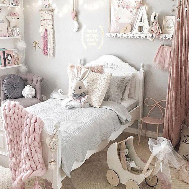 Small Cozy Bedroom For Girls Bewitching Pink Wallpaper In: 25+ Bästa Idéerna Om Barnmode På Pinterest