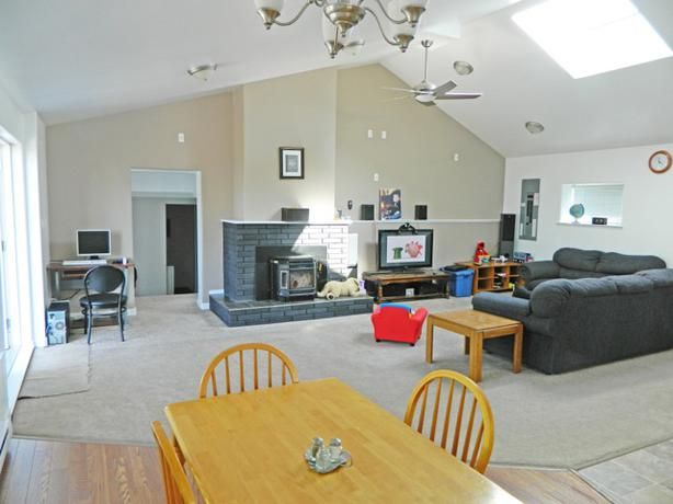 CHECK IT OUT! Rutherford, Large 5 bdrm, 3 bathrooms. 2000 a month.