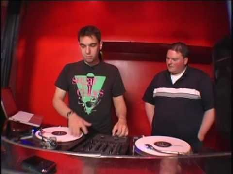 DJ AM shows his famous Wonderwall mix. - He was a genuis.
