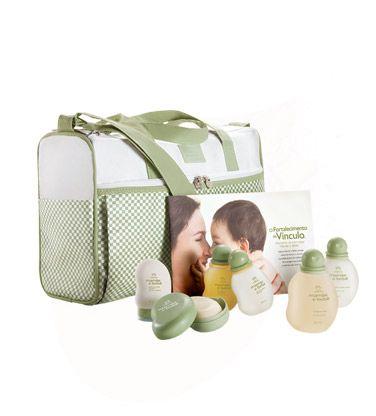 O Conjunto Especial Natura Mamãe e Bebê contém todos os produtos necessários para o cuidado do bebê.