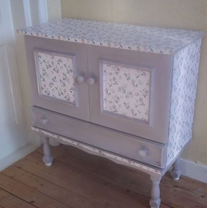 Inspired by the beautiful Spring weather we are having today, this is the result. My little Summer flowers cupboard, decorated with sticky back paper and painted with Annie Sloan Chalk Paint® colour Paloma. I also slightly distressed the cupboard and added a little Dark Wax ~ Jayne