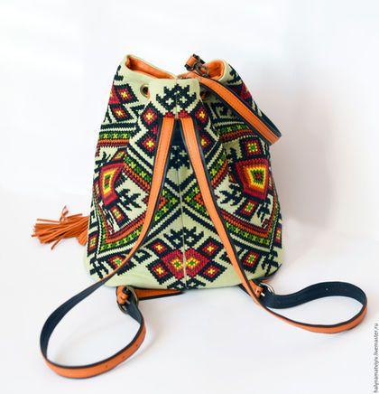 Купить или заказать Сумка 'Краски осени' в интернет-магазине на Ярмарке Мастеров. Яркая и практичная сумка мешок. Главным украшением является вышивка выполнена с использованием национальных орнаментов. Можно носить как в руках, на локте, так и в виде рюкзака. Ремешки, затяжки и дно выполнены натуральной кожи, основа сумочки текстиль. Внутри два кармана один открытый, другой на молнии, подкладка из натурального хлопка ярко- желтого цвета.