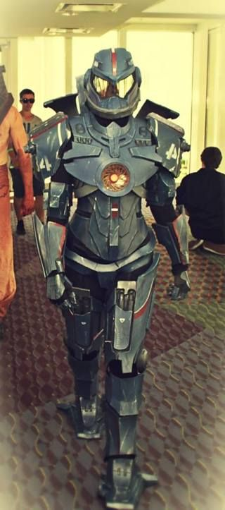pacific rim cosplay | Holy $#&! Pacific Rim Cosplay! The only feminine Gipsy Danger Jaeger.