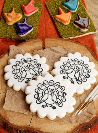 Give the Kids a Paint Your Own Cookie for Thanksgiving   The Bearfoot Baker    #bearfootbaker #edibleart #rolloutcookies #cutecookies #animalcookies #royalicing #delicioustreats #cutetreats #cookiesforalloccassions