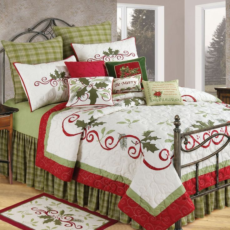 Holiday Garland Christmas Quilt - BedBathandBeyond.com