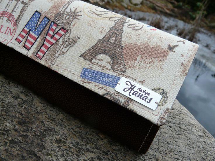 Peněženka+Paříž,+Berlín....+Peněženka+je+ušitá+z+krásných+bavlněných+látek,+je+vyztužená,+aby+krásně+držele+tvar.+Uvnitř+jsou+tři+přepážky+a+kapsička+na+zip.+Na+zadní+přepážce+jsou+kapsičky+na+4+karty.+Zapínání+na+magnet.+Lze+prát+na+30+stupňů+na+jemný+program,+žehlit+na+bavlnu+.+Rozměr:+šířka+19cm,+výška+10,5+cm+Střih+Bellet+design