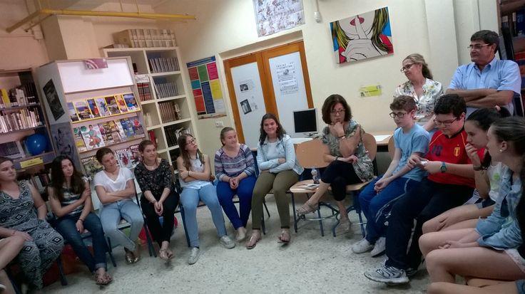 Reunión de los clubes de lectura de 1º y 2º con Ana Alcolea en la biblioteca escolar
